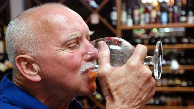 Mẹo hay: Cách uống rượu không đỏ mặt