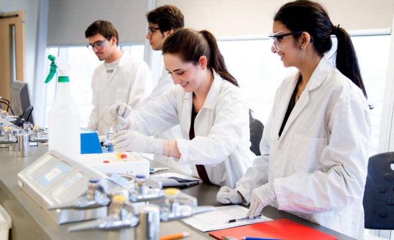 Học ngành Công nghệ sinh học ra làm gì?